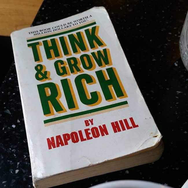 صورة دروس من كتاب فكر تصبح غنيا