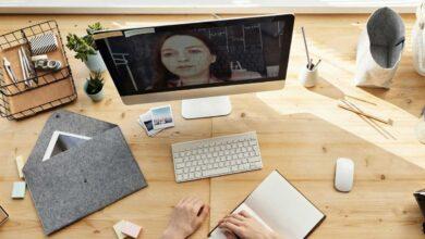صورة فوائد التعلم عبر الإنترنت: التعليم دون مغادرة المنزل
